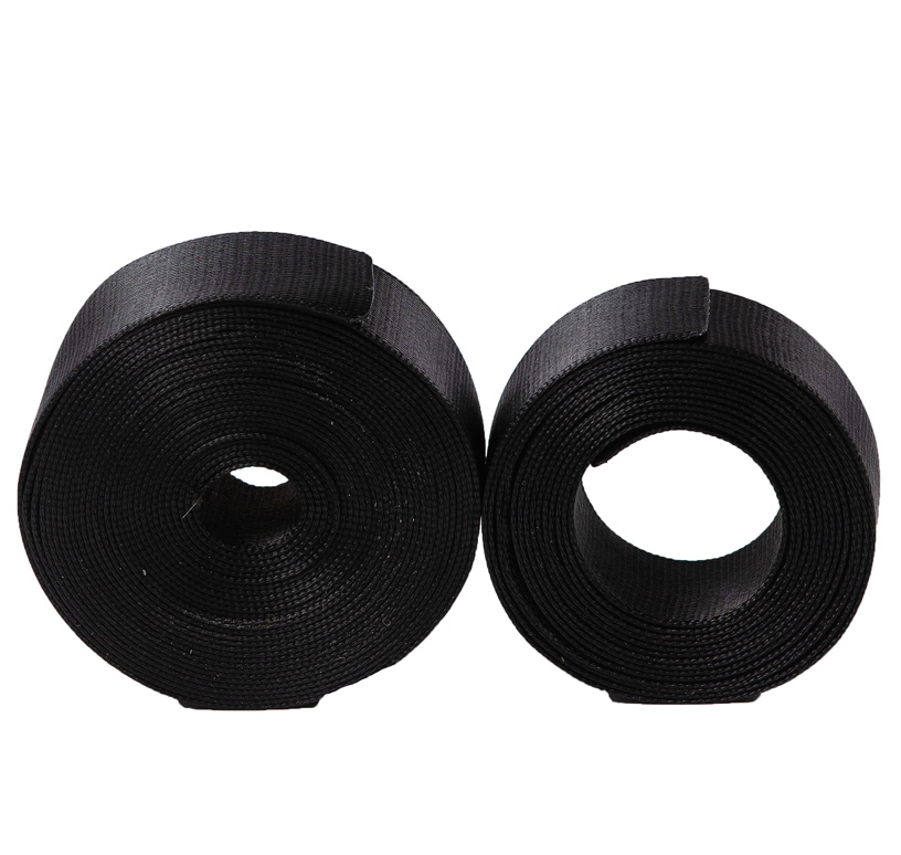 Chingă rigidă din poliester, culoare neagră